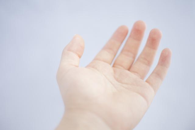 指の皮がむける原因と治し方は?これって病気?