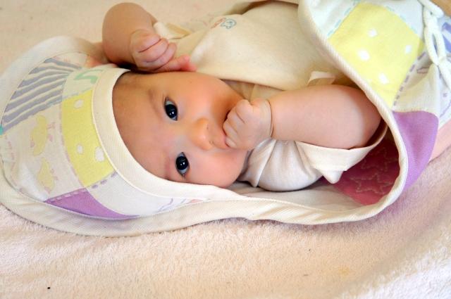 赤ちゃんの夜泣きはいつからいつまで?原因と対策は?