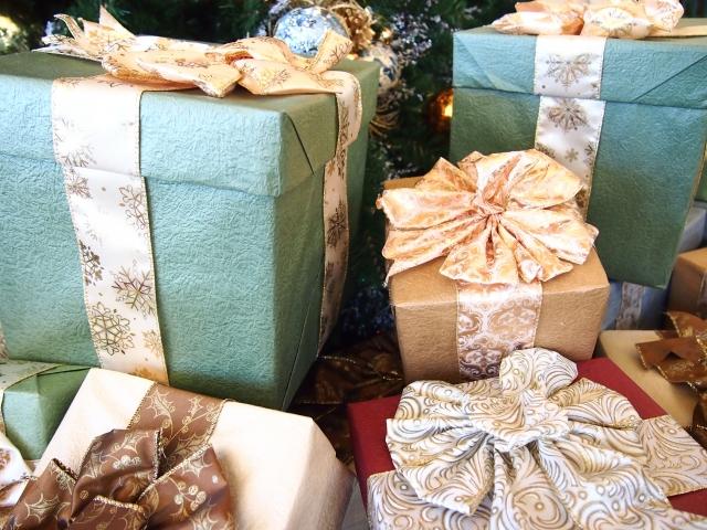 彼氏へのクリスマスプレゼントの予算は?社会人の相場はどの位?