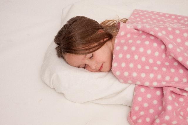 枕の高さが重要!正しい高さで肩こりや首の痛みから解消されよう!