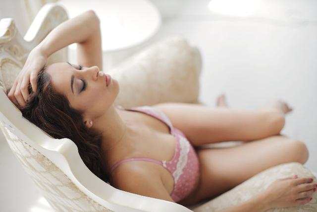 寝るときブラはつける?外す?効果と危険性は?乳がんになりやすくなるって本当?