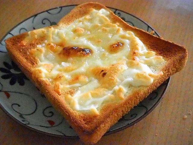 悪魔のトーストの作り方とは?味やカロリーは?SNSで話題の高カロリートースト!