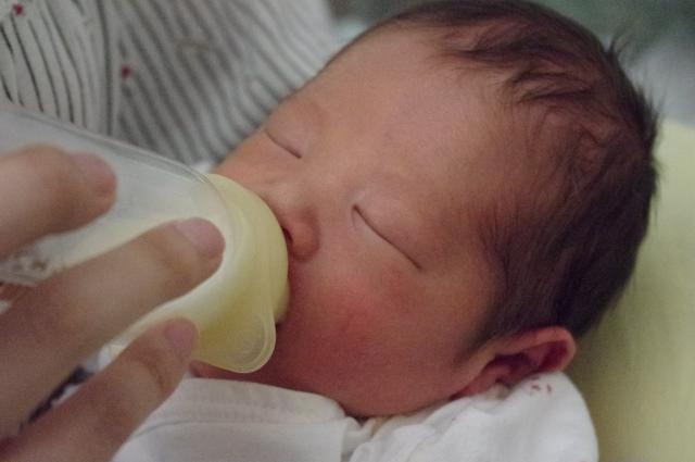 硬水と軟水、乳児のミルクや飲料水にはどちらがいいの?違いは?