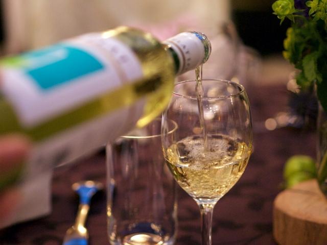 授乳中のアルコールは何時間後から平気?量や新生児への影響は?