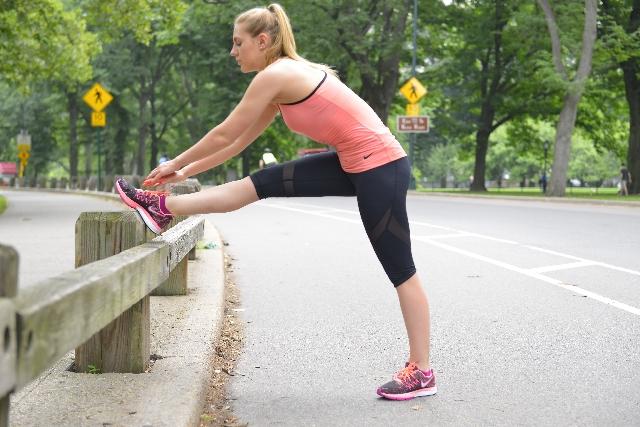 股関節が硬いと太る?硬くなる原因は?簡単なストレッチ方法公開!
