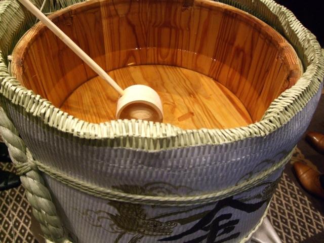 日本酒風呂の効果!美白や塩を入れたら浄化も出来る?噂の凄い日本酒風呂とは?