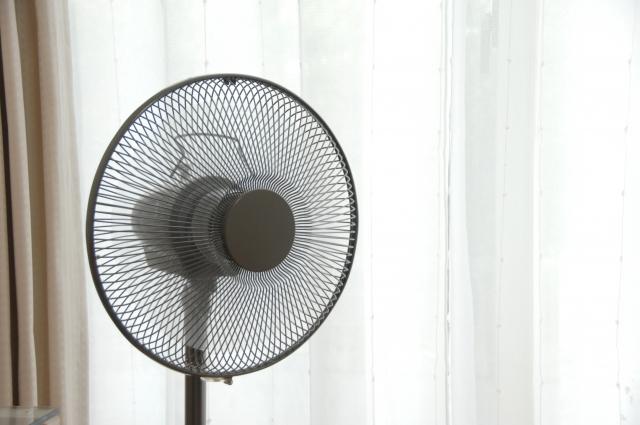 扇風機の風を冷たくする裏ワザ!暑い夏を扇風機で乗り切る!